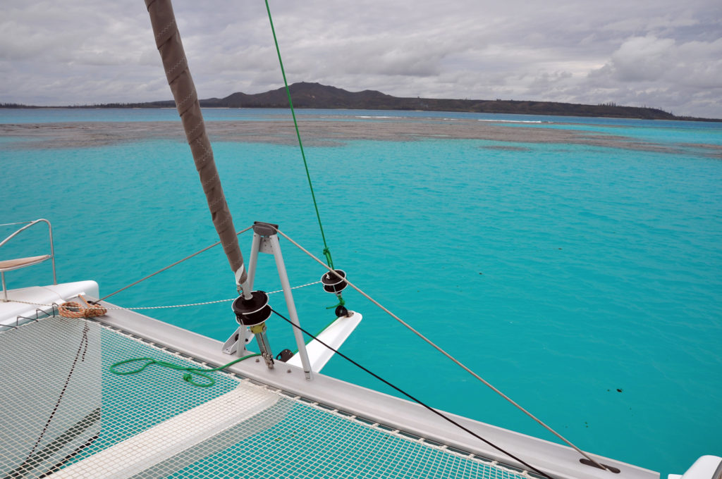 lagon bleu de Nouvelle-Calédonie, vue du catamaran